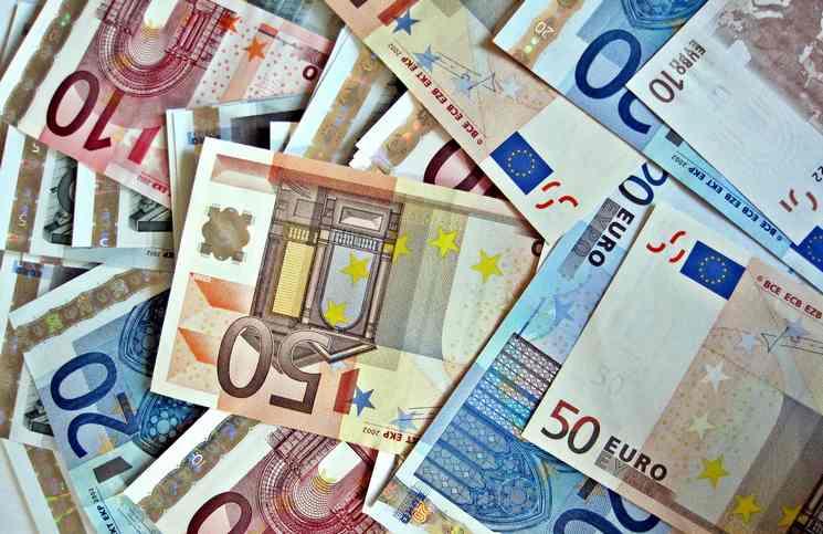 Polacy przeciwni wprowadzeniu euro