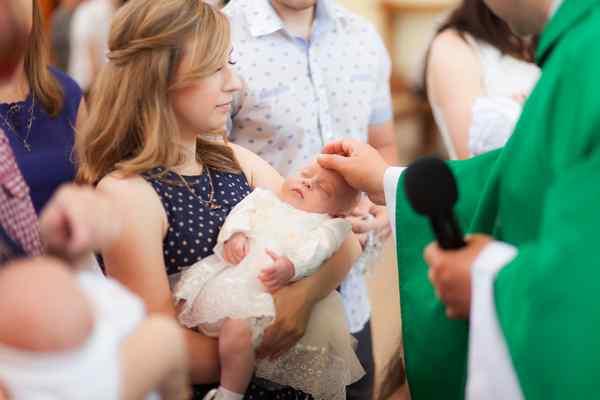 Ile pieniędzy daje się na chrzciny?
