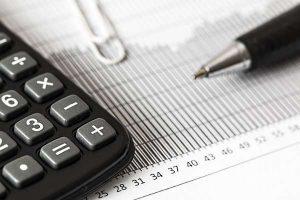 Projekt budżetu na przyszły rok: najniższy deficyt w historii, ale gospodarka nieco spowalnia