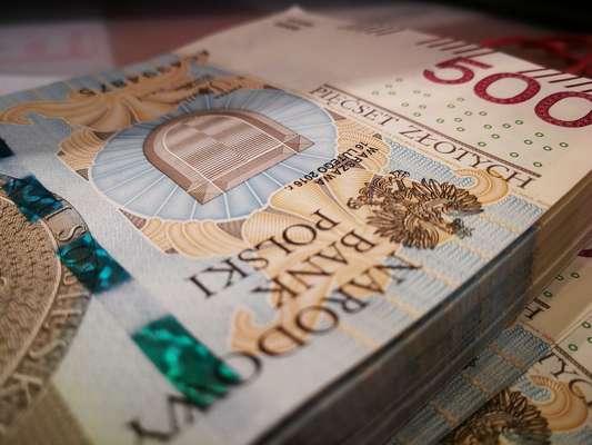 GUS: średnie wynagrodzenie rośnie wolniej niż mediana płac