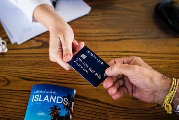 Jak korzystać z karty kredytowej, by na tym oszczędzać?
