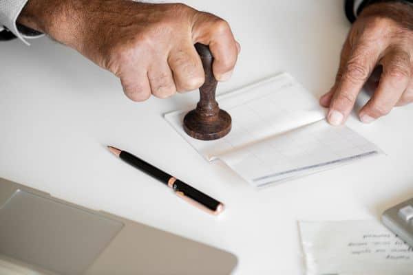 Przelew weryfikacyjny – o czym warto wiedzieć