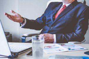 Bank mniej chętne w przyznawaniu kredytów firmom