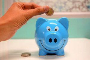 Na czym oszczędzają Polacy? Zbadano nasze zwyczaje finansowe